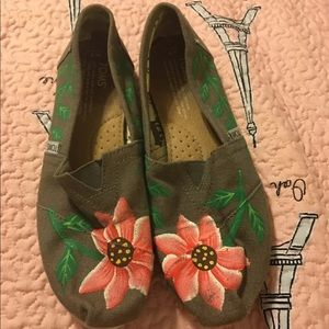 Floral Painted Toms, Size 7